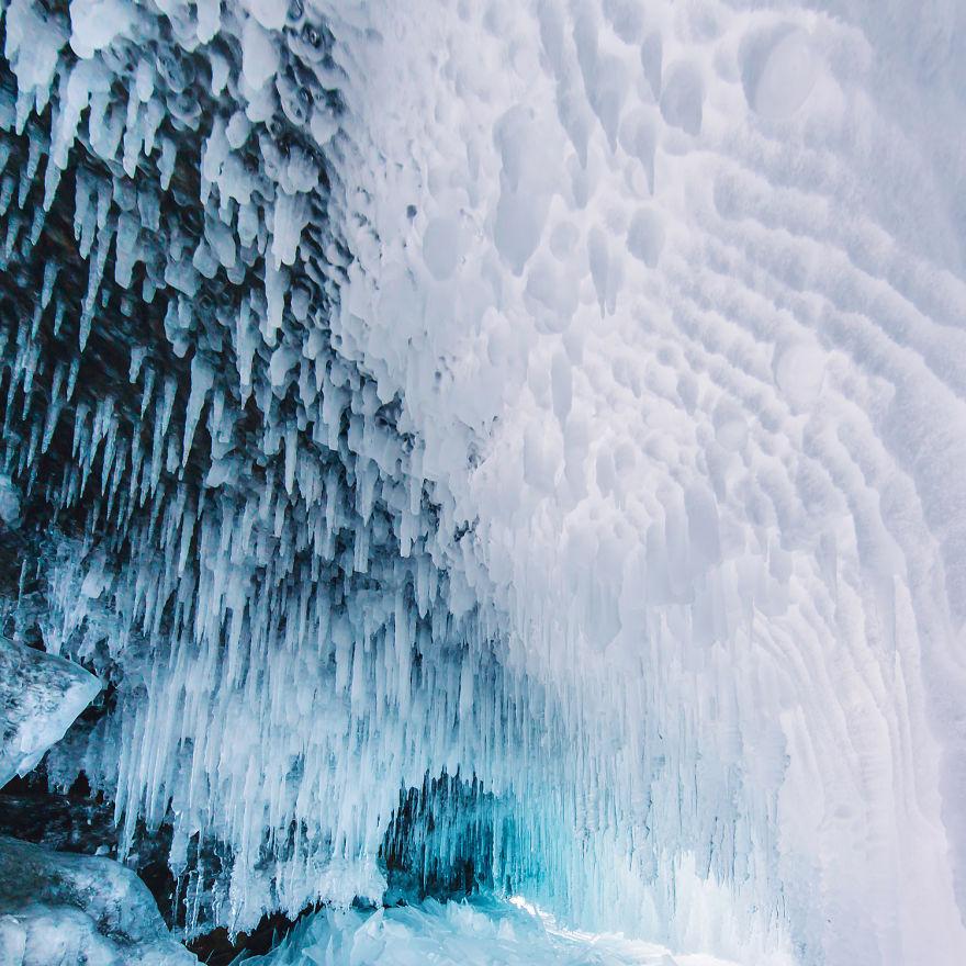 6. Толщина льда составляет 1,5-2 метра.