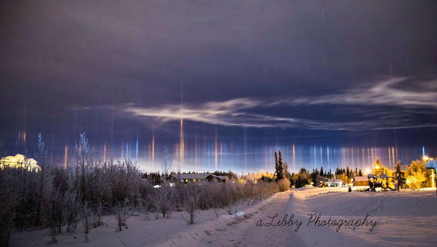 2. Световые столбы над Аляской, США.