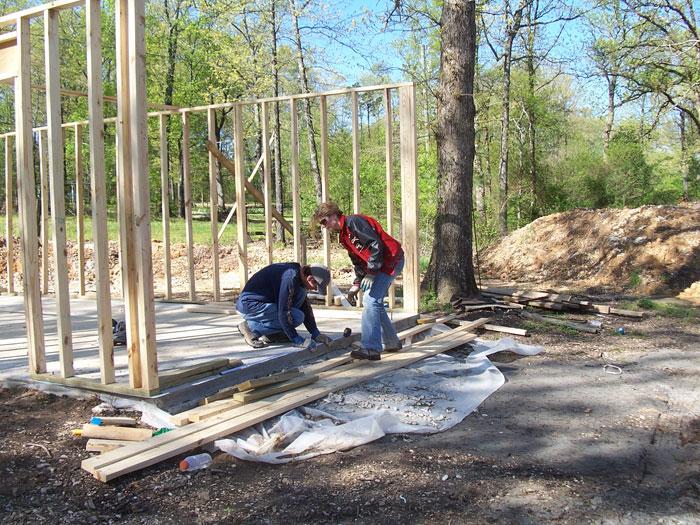 12. В процессе совместной работы они не только строили дом, но и восстанавливали свою разрушенную семью.