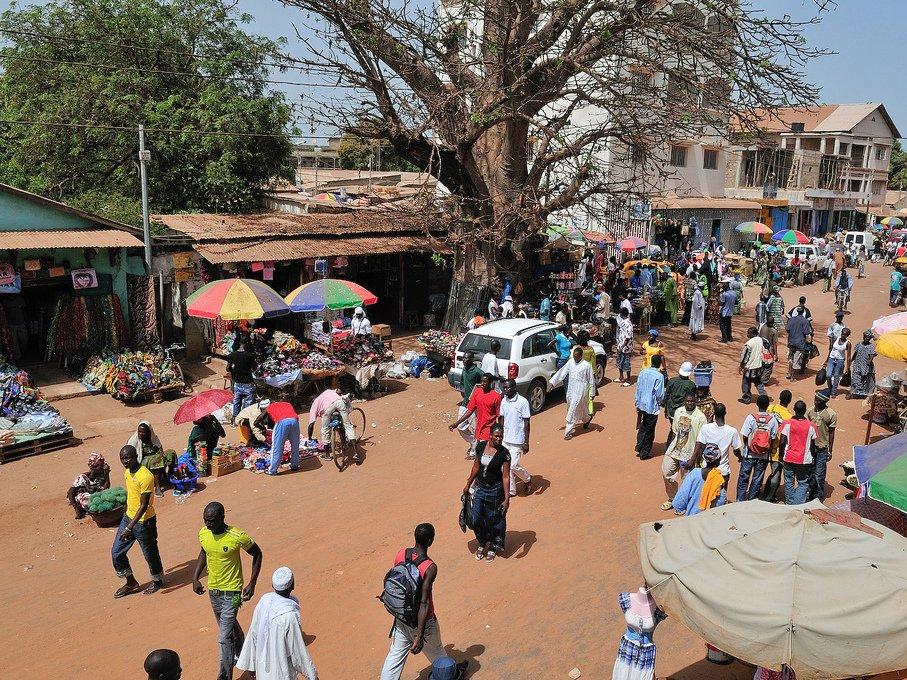 3. Гамбия считается одной из беднейших стран в мире. Огромные налоги (63,3%) делают невозможным ведение всякого рода бизнеса.