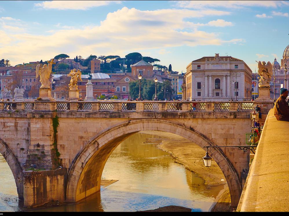 6. Налоговая ставка Италии в 64,8% делает эту страну не такой радужной для бизнеса. Но этот фактор, пожалуй, является единственным является единственным.