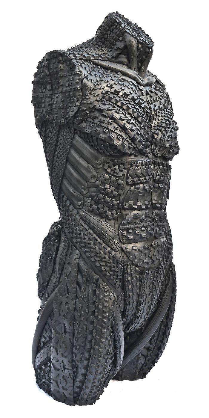 5. Также Блейк заботится об экологии и в своих скульптурах использует только переработанные шины.