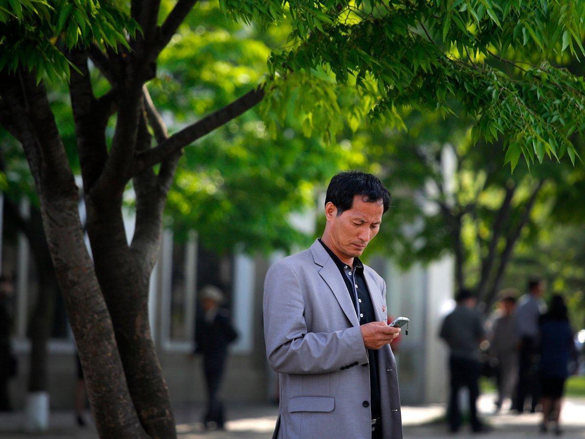 3. Смартфоны есть у одного из десяти северокорейцев.