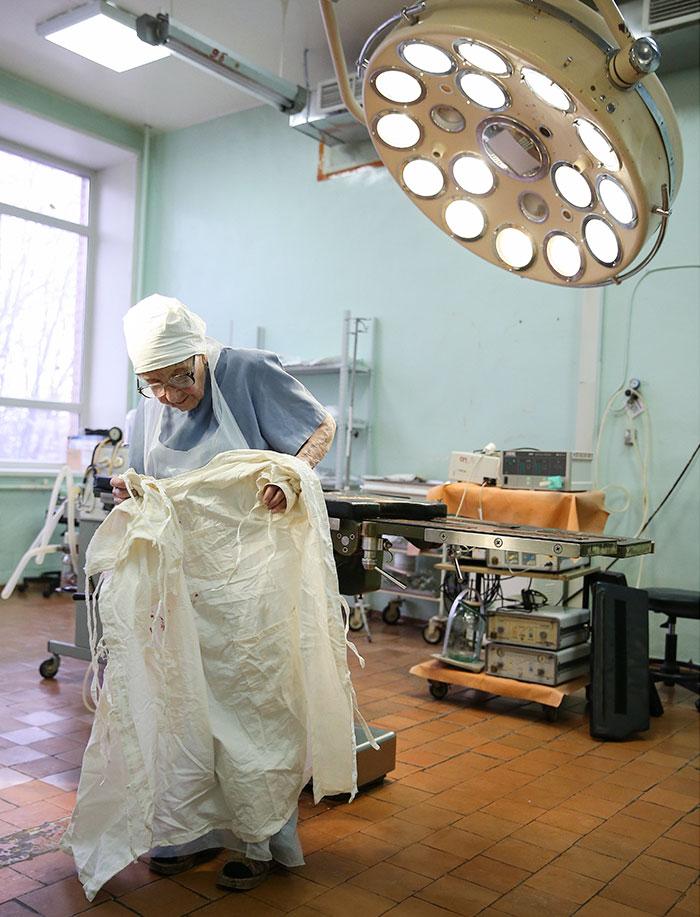 2. Алла Ильинична работает хирургом в городской больнице Рязани.