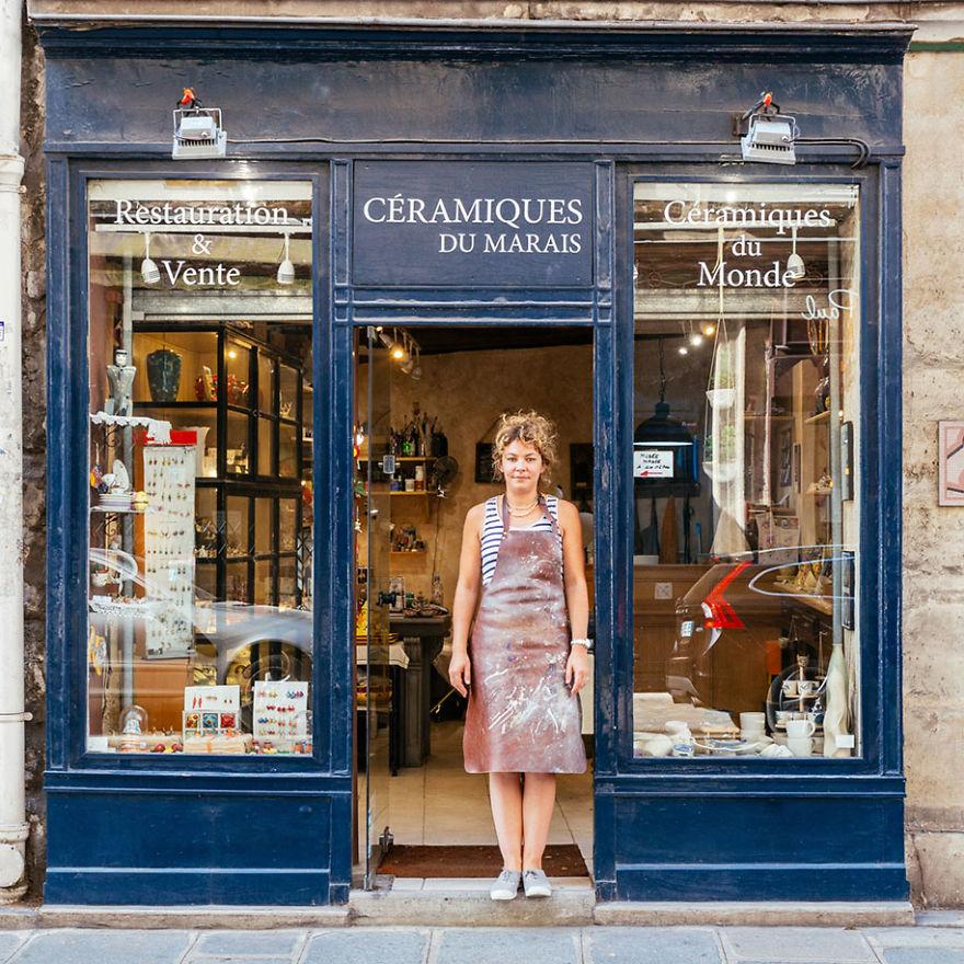 10. Дороти Хоффманн никогда не снимает фартука, когда находится в своей керамической мастерской.