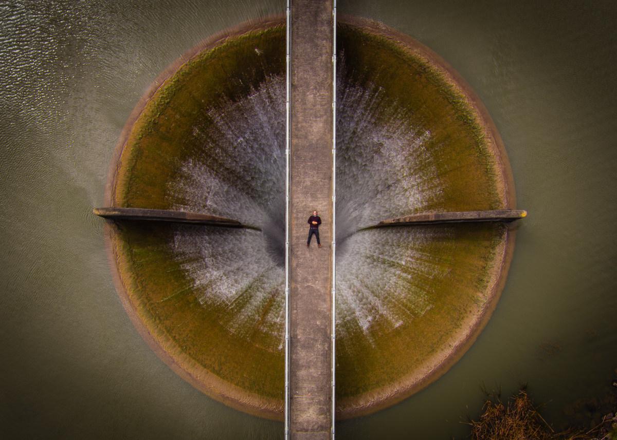 3. Второй приз в профессиональной категории «Красота» - «Селфи на водосливе».