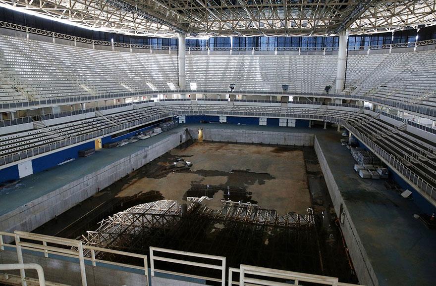 8. Оторванные сиденья еще напоминают о празднике, под названием Олимпиада.