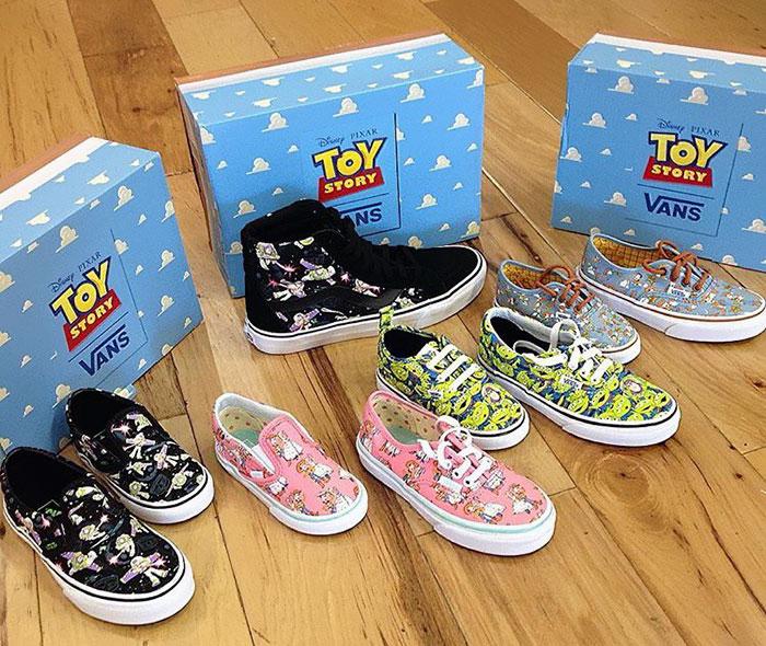 9. История игрушек вышла более 20 лет назад, но эта обувь и одежда заставит вас вновь окунуться в детство.